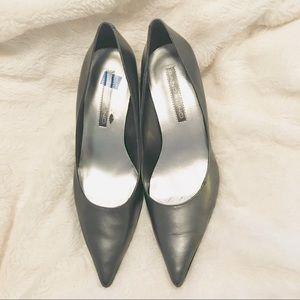 Women's Bandolino Silver Kitten Heel Shoes. 7.5.